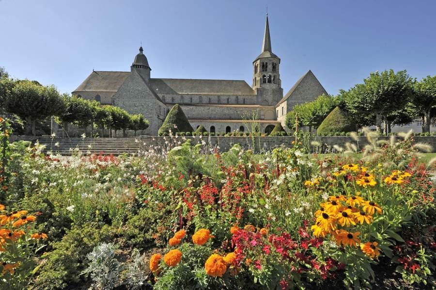Abbatiale d'Evaux-les-Bains vue depuis le jardin fleuri, Creuse, Limousin