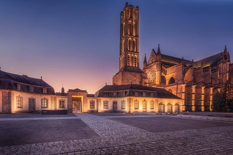 Cathédral de Limoges et Musée des Beaux-Arts de Limoges vus de nuit