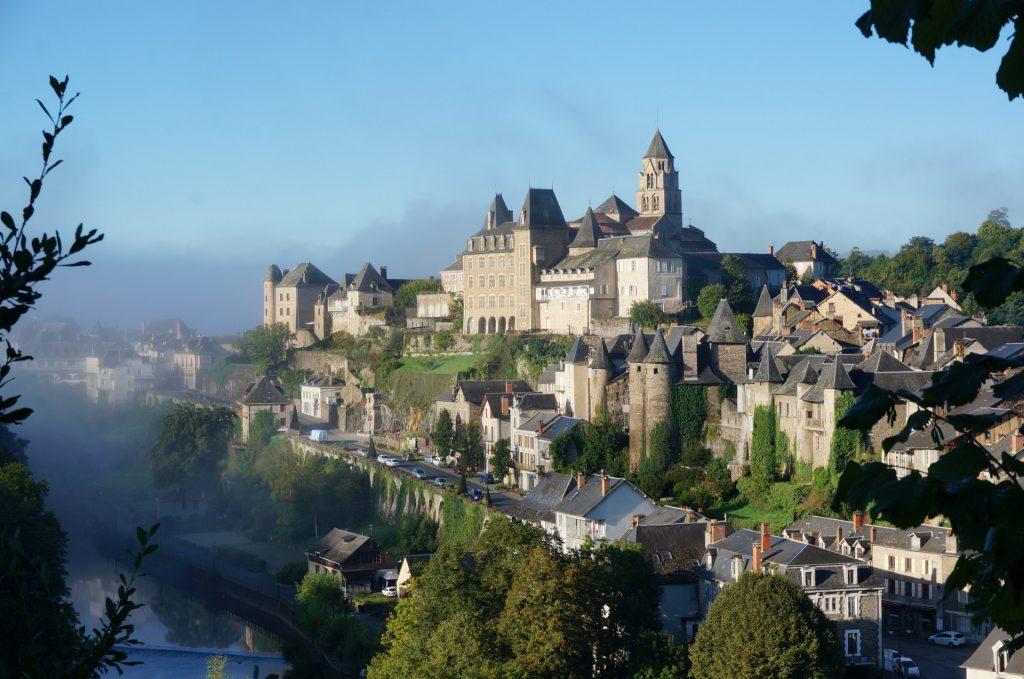 Vue d'ensemble de la ville d'Uzerche en Corrèze, Limousin