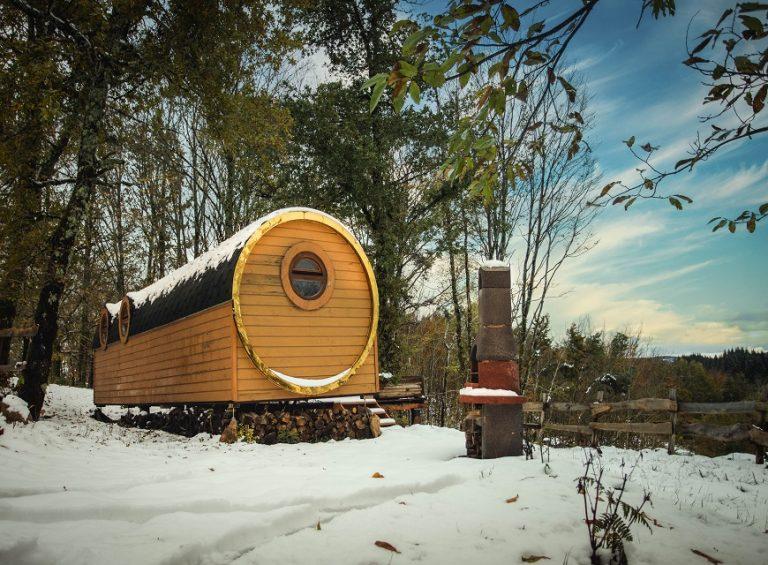 Hébergement insolite en Corrèze - Les cabanes au bord du monde - la roulotte