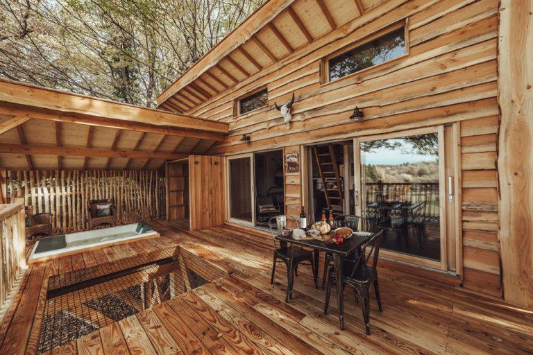 Hébergements insolites en Limousin, Haute-Vienne - Cabane carrément perchée - terrasse de la cabane
