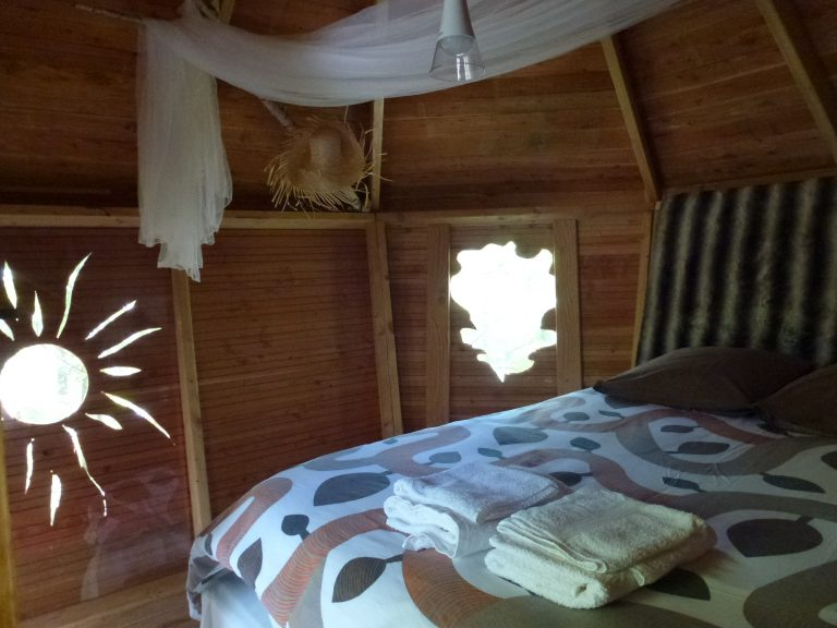 Hébergements insolites en Limousin, Corrèze - Cabanes Silvae : intérieur d'une cabane perchée