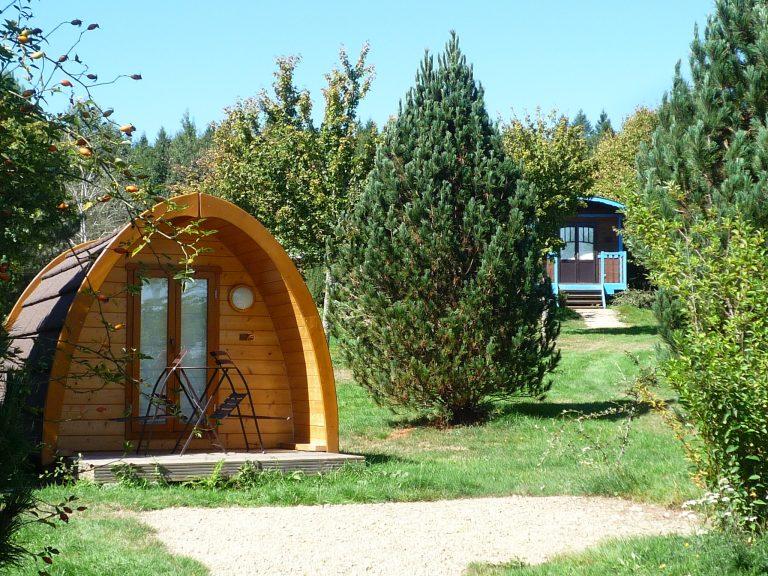 Hébergements insolites en Limousin, Corrèze - Village des Monédières - Pod et roulotte