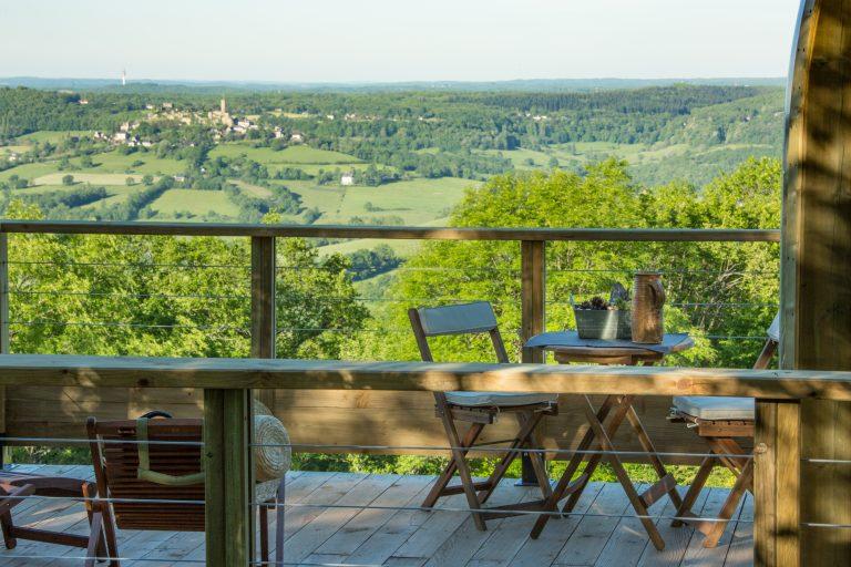 Hébergements insolites en Limousin, Corrèze - La maison des étoiles - Terrasse de la Domostella