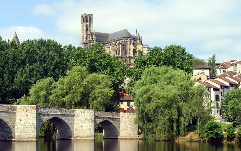 Bord de Vienne et cathédrale à Limoges - Activités culture en Limousin