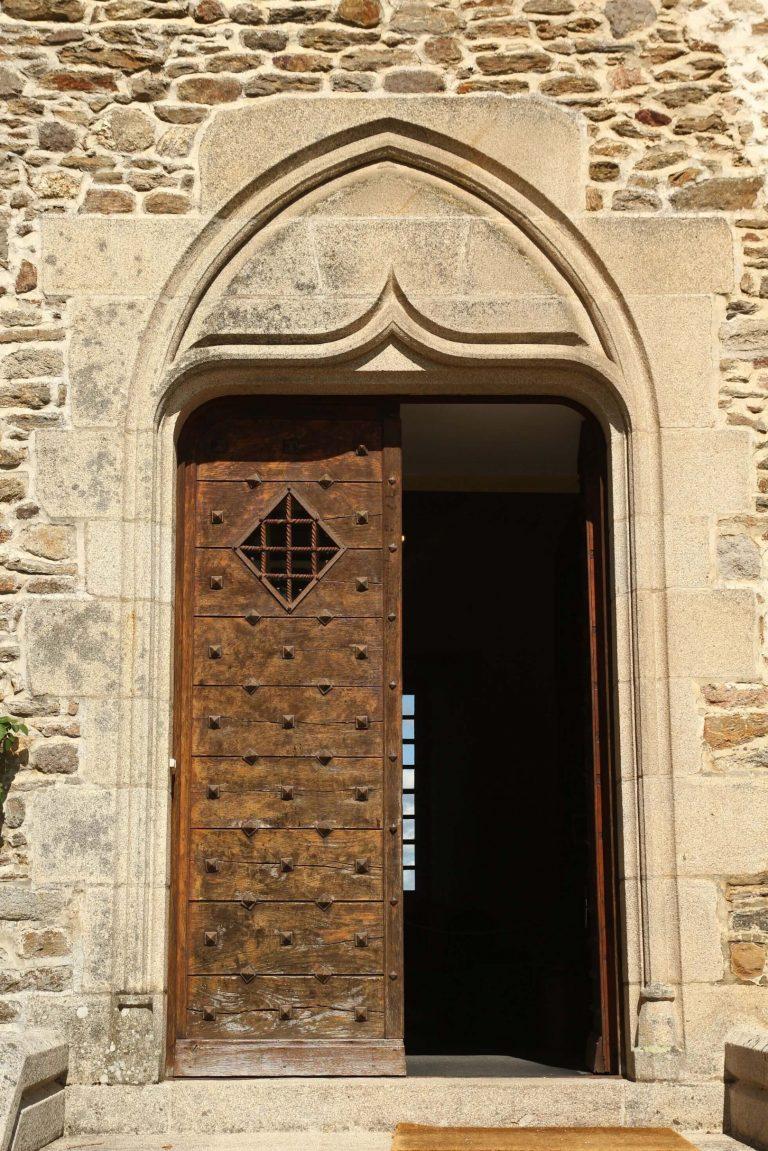 Porte du château de Pompadour, Corrèze