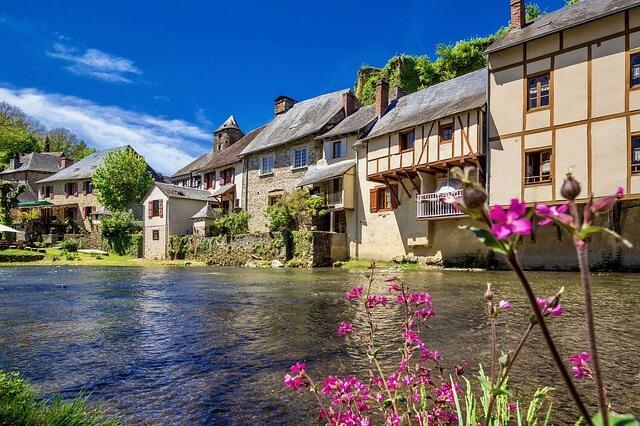Village de Ségur-le-Château en Corrèze, plus beau village de France